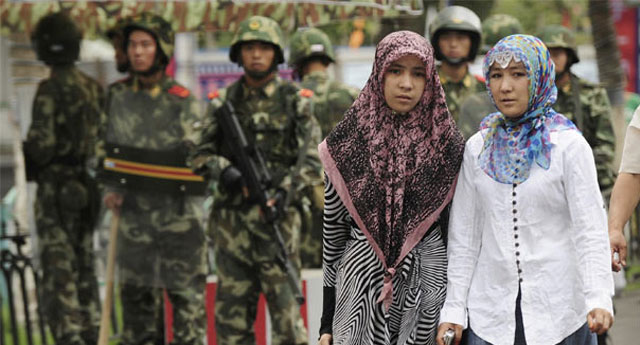 Çin Şincan'daki toplama kamplarını kabul etti: Hayatlarına renk katıyoruz