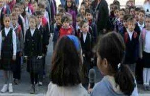 Çözüm süresi sırasında kaldırılmıştı 'Andımız' okullara geri döndü