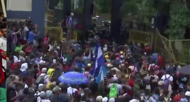 Yüzlerce Göçmen Guatemala-Meksika Sınırında Sıkıştı