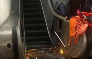 Metroda taraftarları taşıyan yürüyen merdiven çöktü