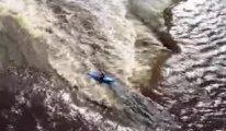 Nefes kesen görüntü: 32 metrelik şelaleden kano ile atladı