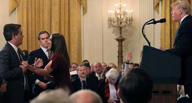 Mahkeme Trump yönetiminin muhabirin keyfi basın kartı iptalini bozdu