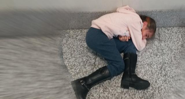 Anne ve babasını aylardır görmeyen küçük Elif ağladığı için mahkemeden atıldı
