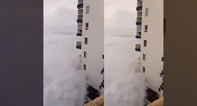 12 metre yüksekliğe ulaşan dalgalar herkesi şaşırttı