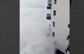 Dalgalar Balkonları yuttu