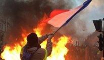 Fransa'da 'Sarı Yelekliler'in zam protestosu sürüyor: Barikatlar, biber gazi, tazyikli su
