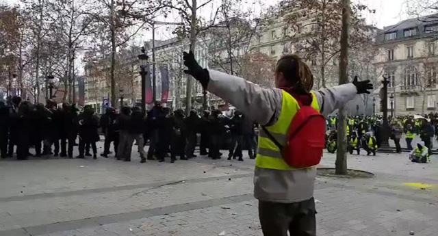 Fransa'da hayat son 25 yılın en büyük organize grev dalgasıyla durdu