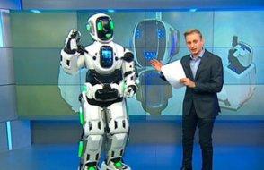 Rus devlet televizyonunda övülen robotun içinden insan çıktı!
