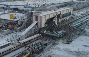 İki gün önce ağır kazanın yaşandığı tren hattı tekrar sinyalizasyonsuz açıldı
