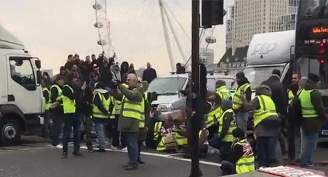 Sarı Yelekliler eylemi İngiltere'ye sıçradı! Köprüyü kapattılar