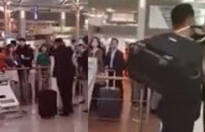 Çantası uçağa alınmayan yolcu havaalanını birbirine kattı