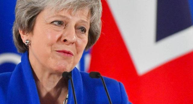İngiltere'de Theresa May Parlamentodan kıl payı da olsa güvenoyu aldı