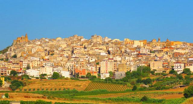 İtalyan Hükümeti Sicilya'da evleri 1 dolardan satışa çıkardı