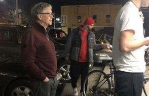 Gates hamburgercide sıra beklerken fotoğraflandı