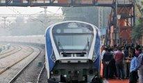 Hindistan'ın ilk hızlı treni ilk seferinde bozuldu