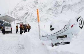 İsviçre'de çığ: En az 10 kişi kar altında