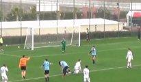 Altınordu'lu futbolcu, penaltı haksız diye topu kasten auta attı