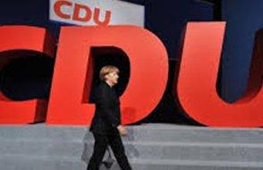 Başbakan Angela Merkel'in partisi genel başkanını seçti