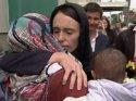 Müslümanlar namazda, Yeni Zelanda halkı nöbette