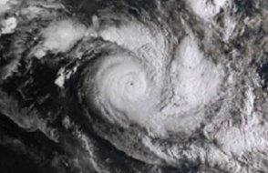 Kasırga alarmı: En az 3 günlük yiyecek stoklayın
