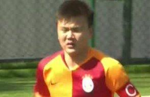 Galatasaraylı genç futbolcudan örnek hareket