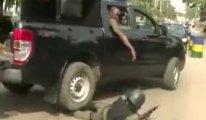 Konvoydaki koruma araçtan düştü