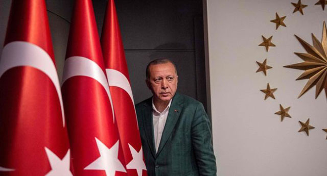 Son kamuoyu araştırmaları gösteriyor ki AKP'nin oyu giderek eriyor