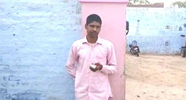 Yanlış partiye oy veren Hintli parmağını kesti