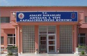 Antalya Cezaevinde tutuklular aç bırakılıyor