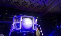 Amazon'un patronu Jeff Bezos 2024'te Ay'a inmesi planlanan aracı tanıttı