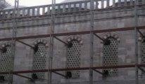 Sultanahmet Camii restorasyonunda skandal! Pencereleri kırdılar