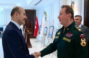 Rus komutan 'özel birimler'i ziyaret etmiş