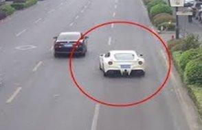 Ödünç aldığı Ferrari ile böyle kaza yaptı