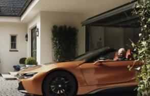 Mercedes'in İstanbul doğumlu CEO'su emekli oldu, Rakibi  BMW reklam filmi hazırladı