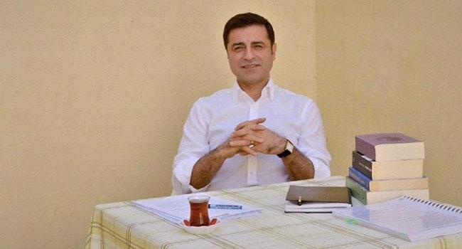 AKP'nin 'en beğenilen siyasetçi' anketi sonuçları