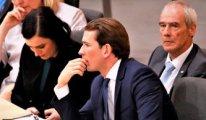 Avusturya Başbakanı'ndan seçim vaadi: Öğretmen ve öğrencilere başörtüsü yasağı