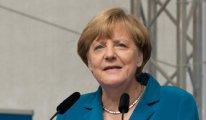Merkel: Türkiye zor olsa da NATO'da tutulmalı