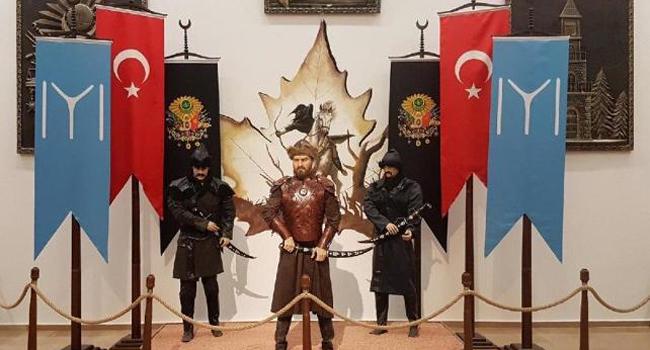 CHP'li belediye heykeli kaldırdı...