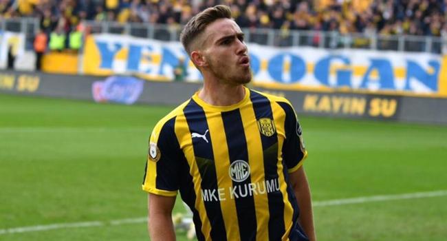 [FLAŞ] Beşiktaş yıldız futbolcuyu renklerine bağladı