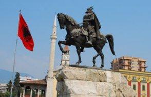 Arnavutluk Cumhurbaşkanı'ndan halka ayaklanma çağrısı