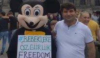 """Eski milletvekilinden Dam Meydanı'nda """"Tutsak Bebeklere Özgürlük"""" eylemi"""
