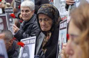 39 yıldır kayıp oğlunu arayan Cumartesi Anneleri'nden Elmas Eren vefat etti