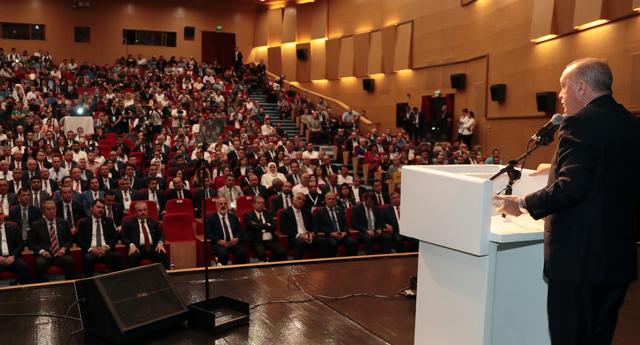 Yeni Şafak, AKP'yi önde göstereceğim diye anket yayımladı, alay konusu oldu