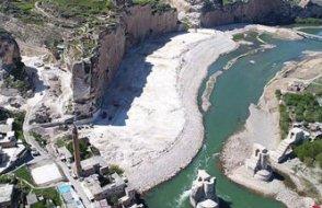 Tarihi değer Hasankeyf de betona gömüldü