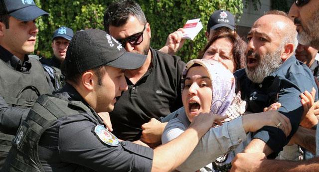 HDP ile CHP önünde serbest, AKP önündeki annelere gözaltı