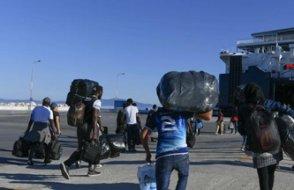 Yunanistan'da göçmenler adalardan  ana karaya taşınıyor