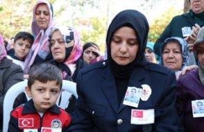 KHK'lı şehidin eşi, cenazeye eşinin görevde giydiği polis üniformasıyla geldi