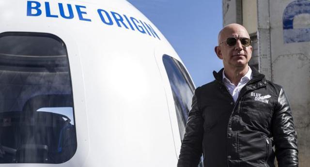 Bezos'un uzay yolculuğunda yan koltuğu 28 milyon dolara satıldı