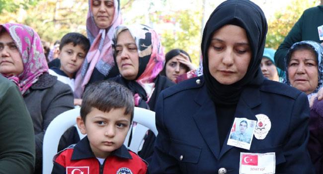 Cenazeye yüzsüz AKP'liler de geldi