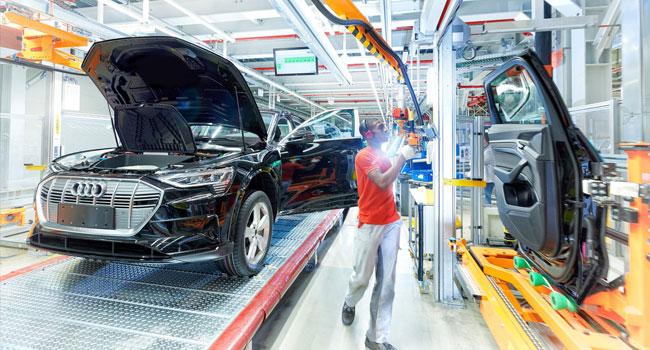 Alman otomotiv devleri on binlerce işçi çıkarıyor
